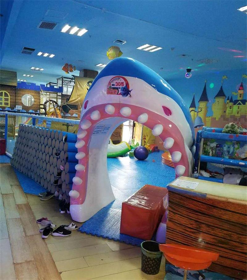 室内淘气堡游乐园入口处实拍