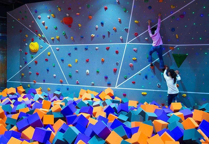 超级蹦床乐园-攀岩